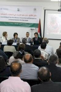 بالتعاون بين أمان ووزارة الشؤون الاجتماعية ومنظمة الشفافية الدولية.... اطلاق دليل منع الفساد في العمليات الانسانية