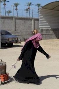 """""""التحرش والرشوة الجنسية"""" فيروس يصيب الفتيات والنساء العاملات في غزة"""