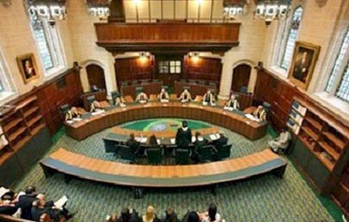 تقديم وثائق لمحكمة بريطانية تزعم علاقة رئيس وزراء البحرين بقضية فساد