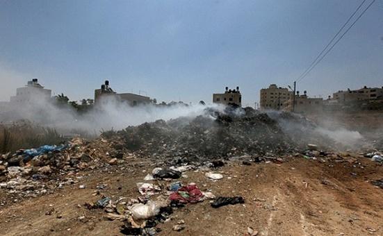 توصية بتشكيل لجنة مجتمعية وتعهد بعلاج المكبات العشوائية في قطاع غزة